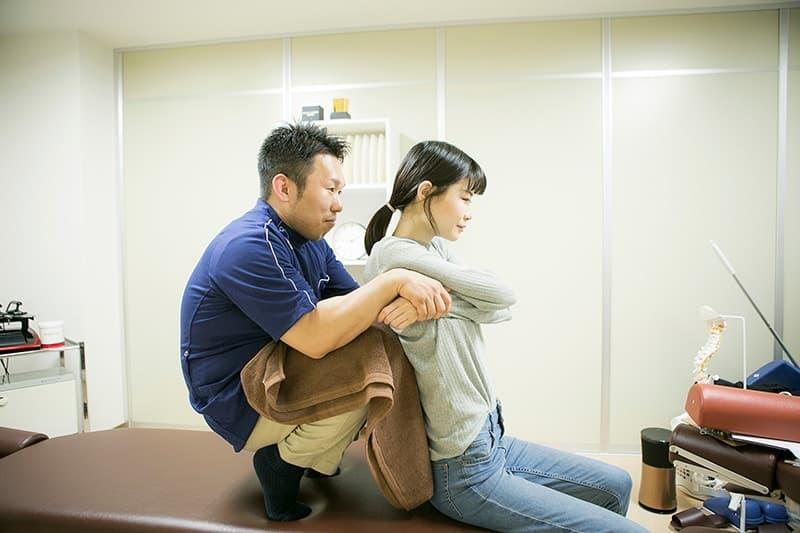 体の土台から改善する背骨矯正