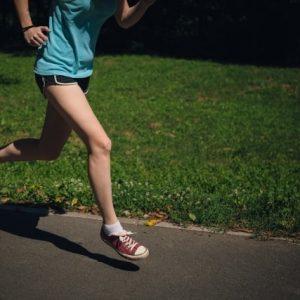 膝の外側が痛い!!ランナー膝(腸脛靭帯炎)の症状とは?